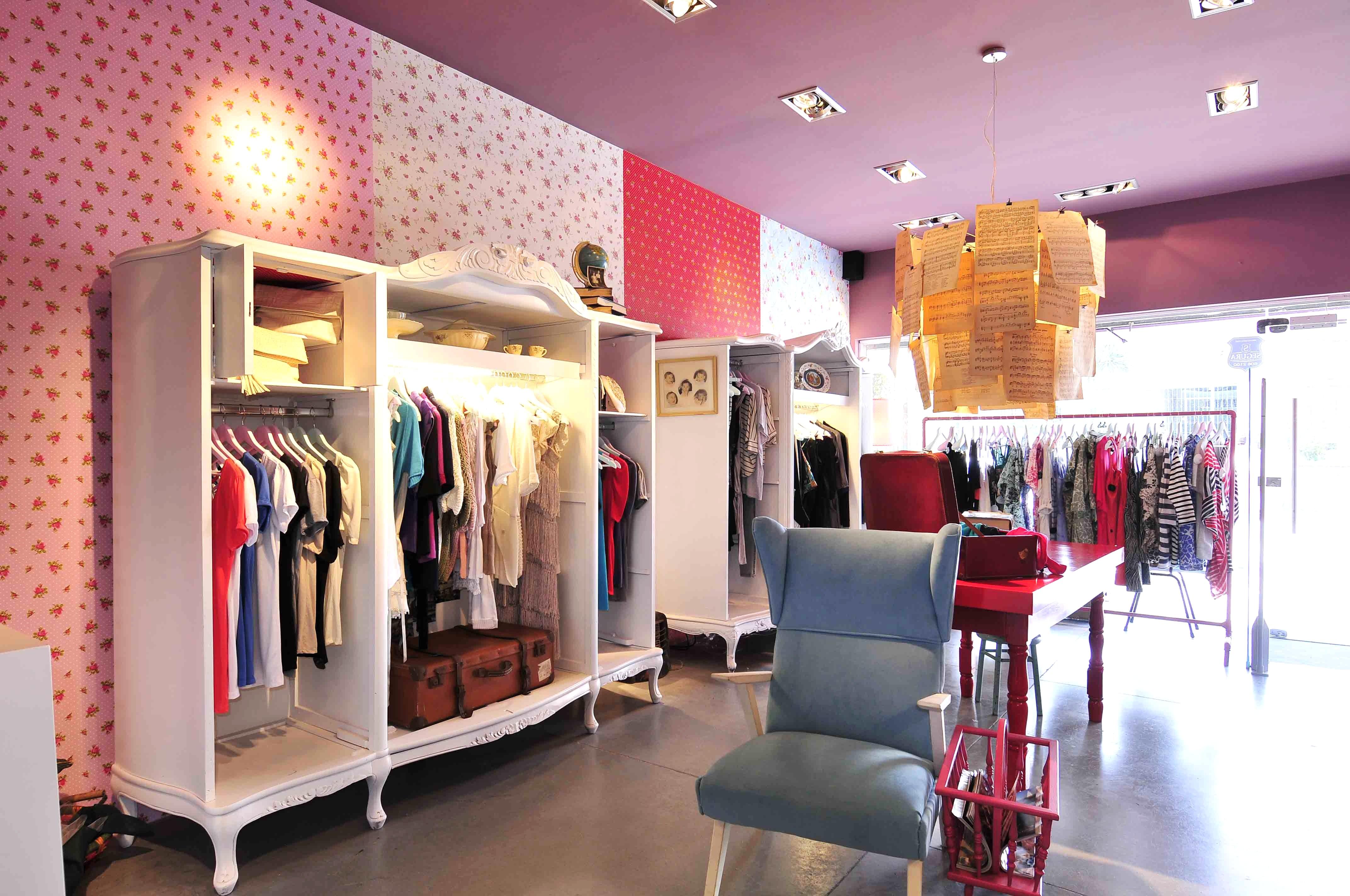 Imagenes de locales comerciales de ropa imagui for Decoracion de negocios de ropa